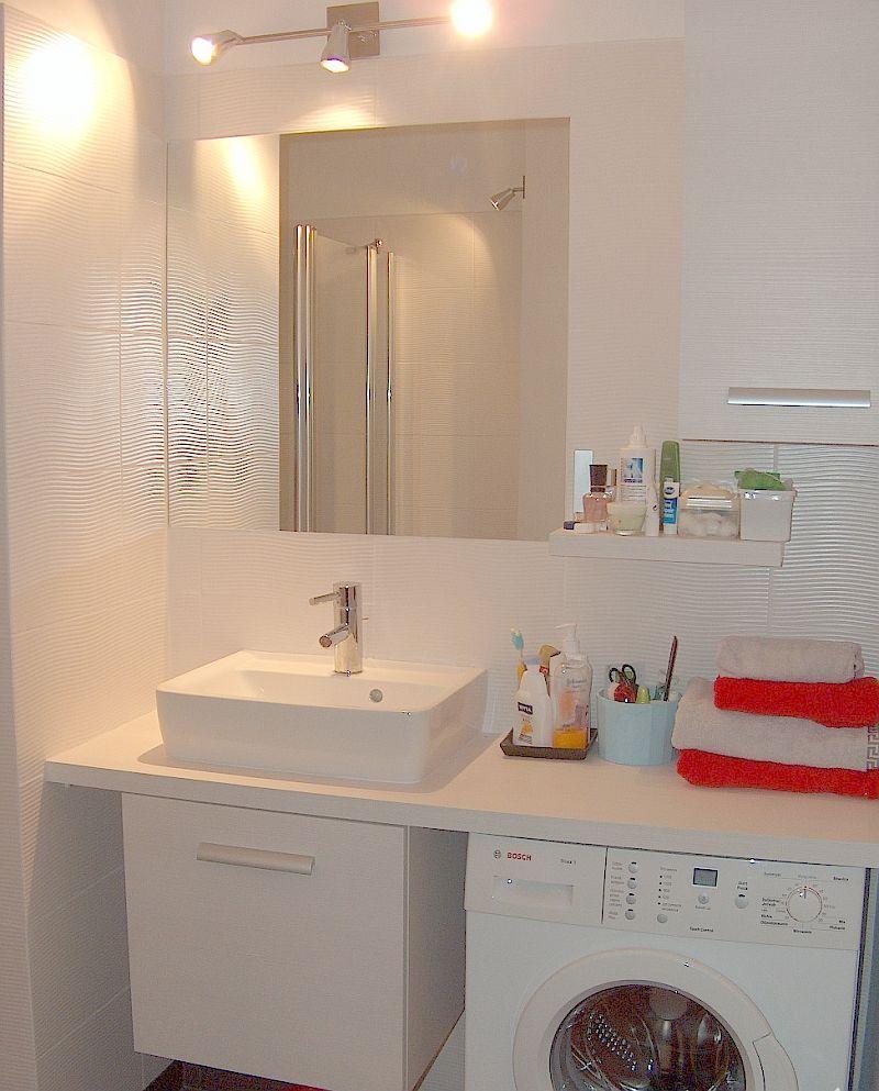 adelaparvu.com despre loc in baie pentru masina de spalat rufe  (4)