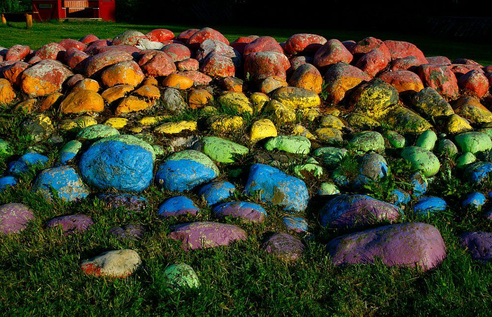 adelaparvu.com despre pietre colorate si chiosc de gradina colorat, Foto jennandromy (1)