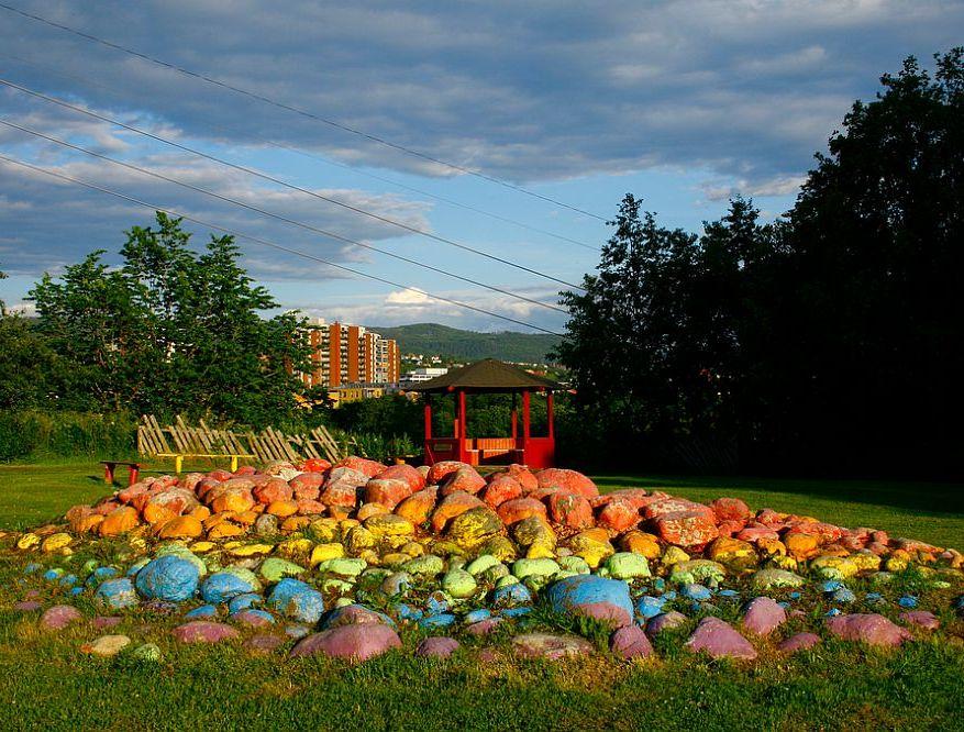 adelaparvu.com despre pietre colorate si chiosc de gradina colorat, Foto jennandromy (3)