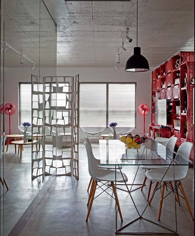 adelaparvu.com despre apartament de 70 mp cu mobila din lazi de plastic, arhitecti Paula Sertorio si Victor Paixao, PAX ARQ