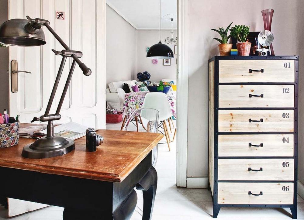 adelaparvu.com despre apartament de trei camere modificat, decor cu mobila second-hand, Foto MiCasa (5)