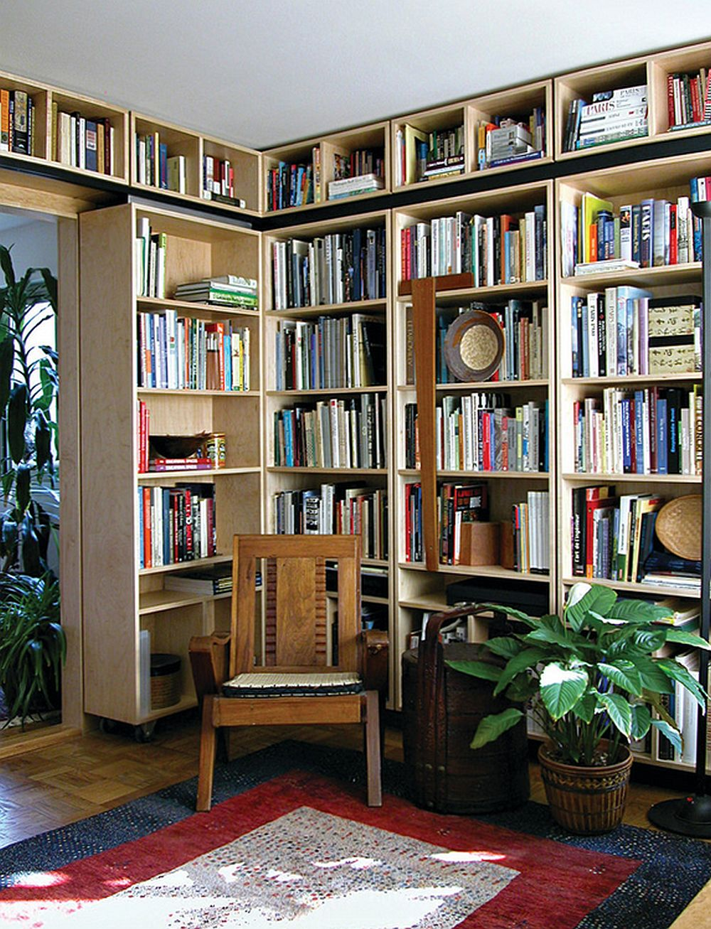 adelaparvu.com despre biblioteci in jurul ferestrelor si usilor, design Gardner Mohr Architects