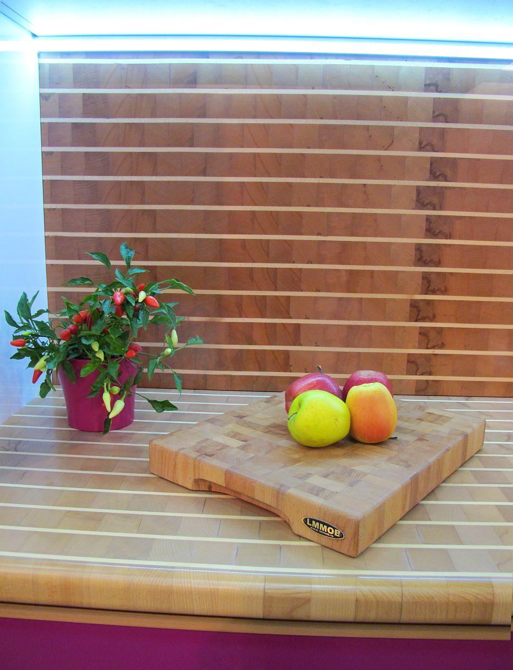 adelaparvu.com despre bucatarii cu blaturi din lemn masiv de la LM Mob Piatra Neamt, Romania (3)