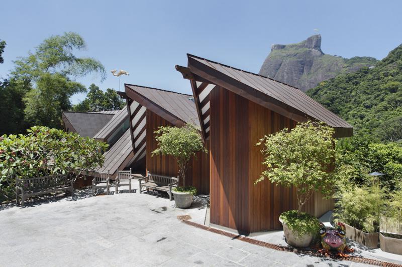 adelaparvu.com despre cabana la munte transformata in casa actuala, constructor Stewart Engenharia  (14)