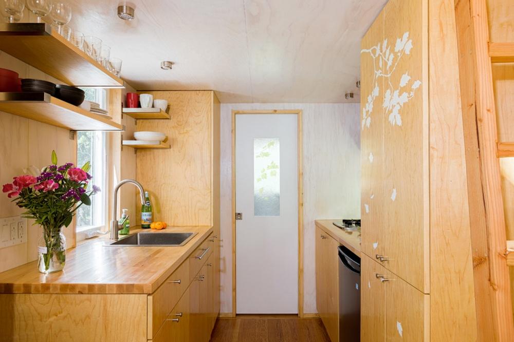 adelaparvu.com despre casa mica de 13 mp, casa pe roti, Sol House, design Vina Lustado (16)