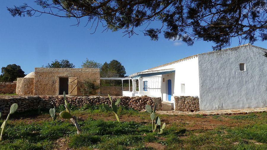 adelaparvu.com despre casa rustica cu tamplarie albastra, casa Spania, Formentera, design Paola Pier si Angelo Pier (16)