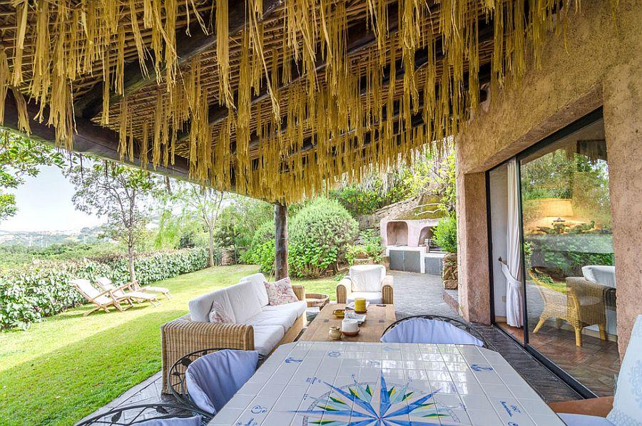 adelaparvu.com despre casa rustica cu terasa, casa rustica 90 mp in Porto Cervo Marina, Italia, arhitect Savin Couelle, Foto Portocervoonline (10)