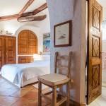 adelaparvu.com despre casa rustica cu terasa, casa rustica 90 mp in Porto Cervo Marina, Italia, arhitect Savin Couelle, Foto Portocervoonline (3)