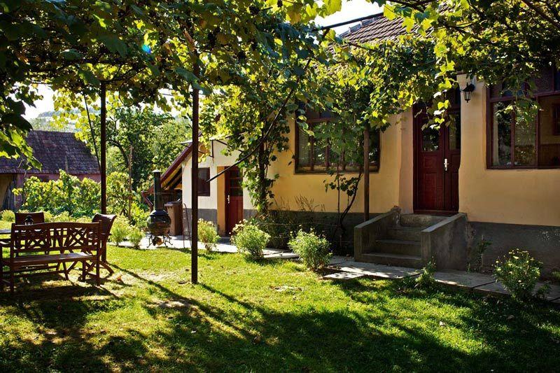 adelaparvu.com despre case traditionale sasesti la Valea Verde, Cund, Romania (10)