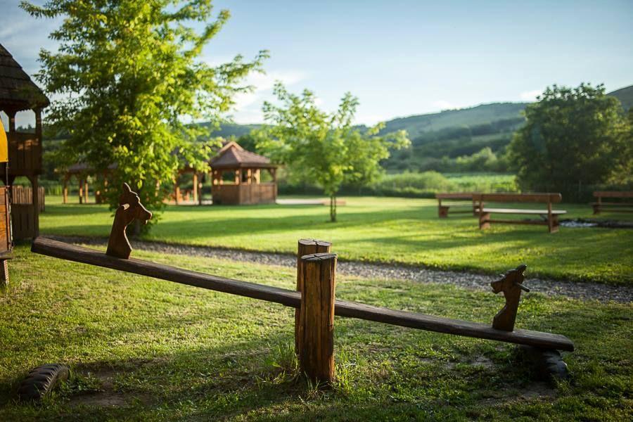 adelaparvu.com despre case traditionale sasesti la Valea Verde, Cund, Romania (2)