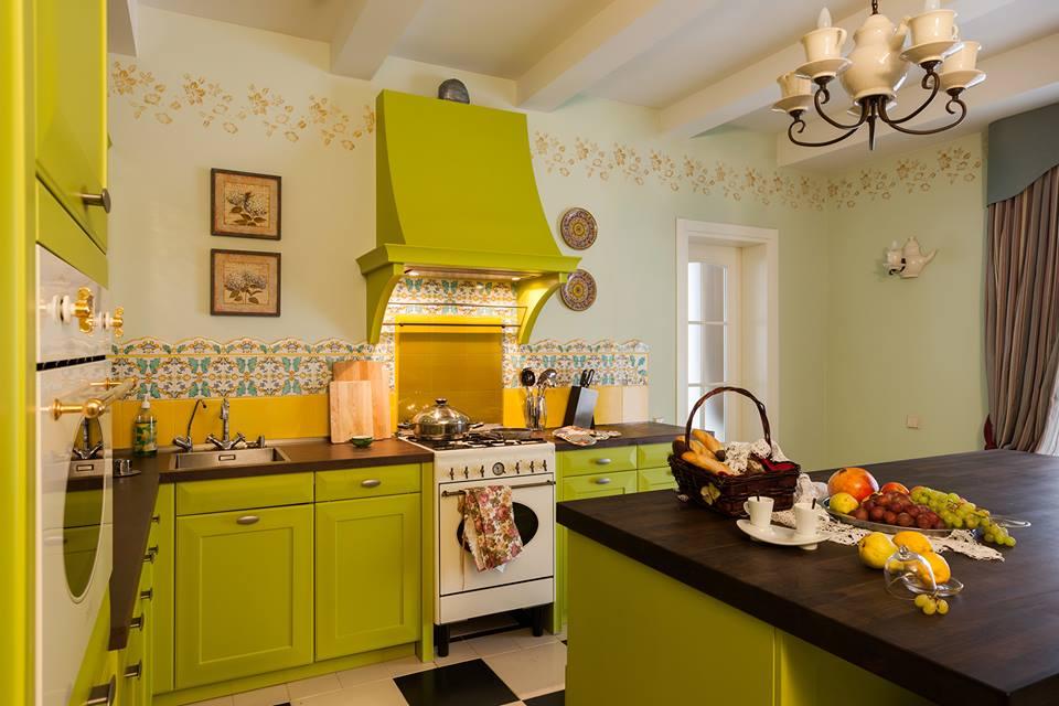 adelaparvu.com despre decor romantic la interiorul unui conac restaurat, vila Rusia, designer Lada Podolsky, DeCity (2)