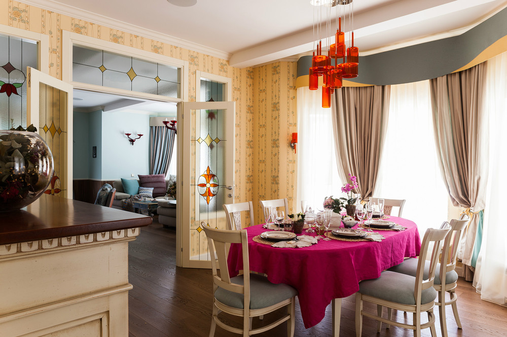 adelaparvu.com despre decor romantic la interiorul unui conac restaurat, vila Rusia, designer Lada Podolsky, DeCity (24)