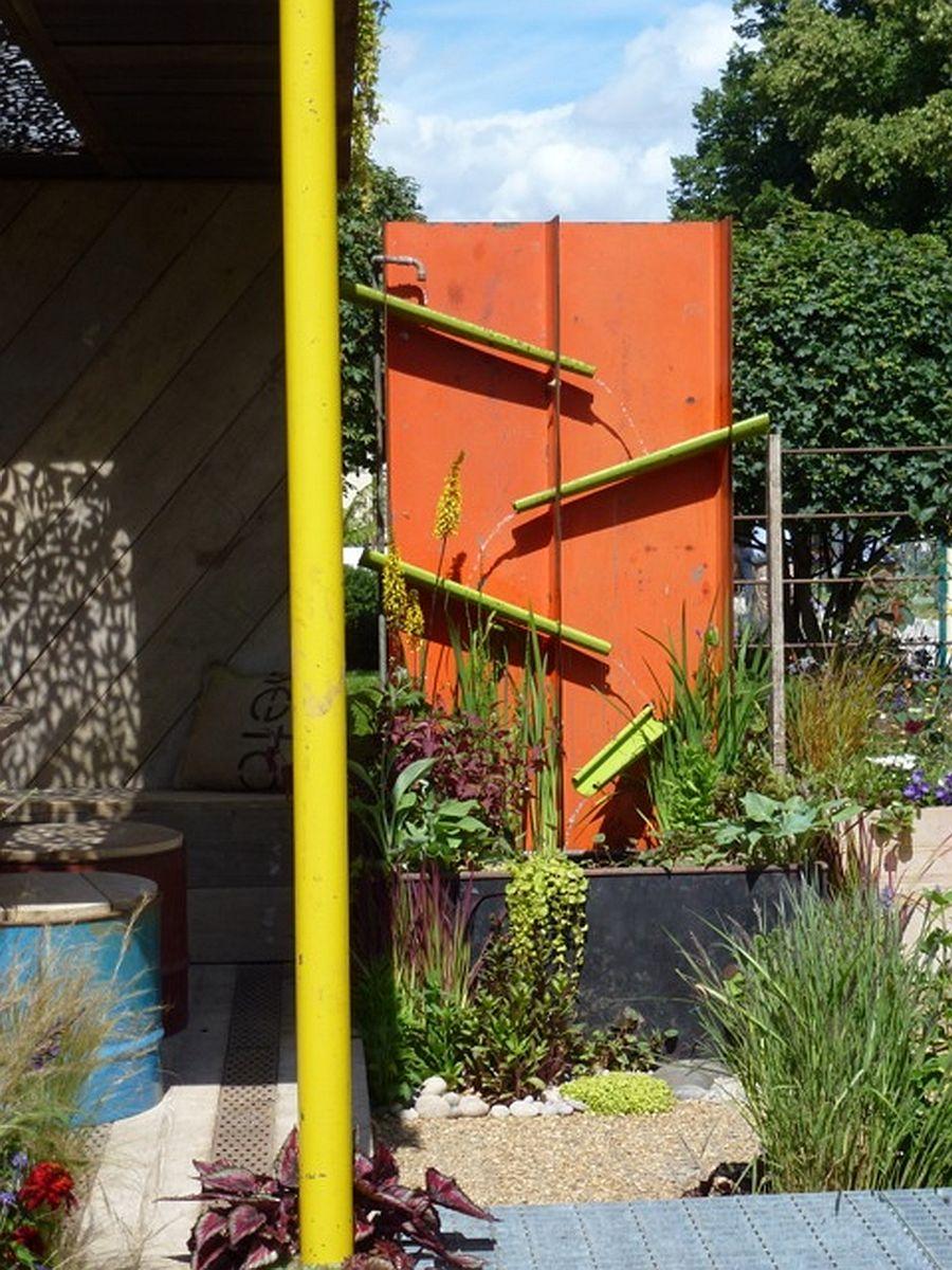 adelaparvu.com despre Gradina cu materiale reciclate, designeri Jeni Cairns, Sophie Antonelli, RHS Hampton Court Flower Show 2014 (1)