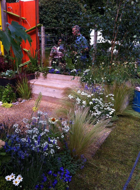 adelaparvu.com despre Gradina cu materiale reciclate, designeri Jeni Cairns, Sophie Antonelli, RHS Hampton Court Flower Show 2014 (7)
