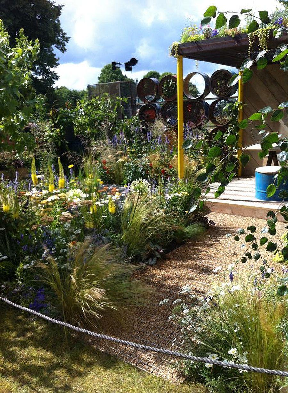 adelaparvu.com despre Gradina cu materiale reciclate, designeri Jeni Cairns, Sophie Antonelli, RHS Hampton Court Flower Show 2014 (9)