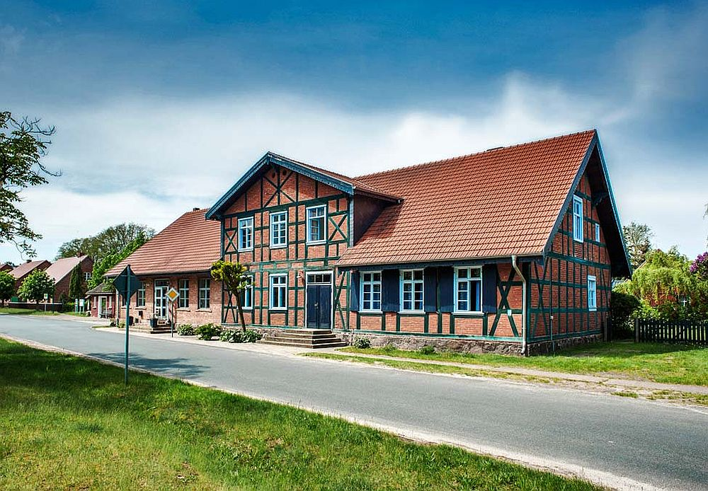 adelaparvu.com despre casa la tara modernizata, casa Germania, Ehemaliger Gasthof, Foto Traumhaff  (1)
