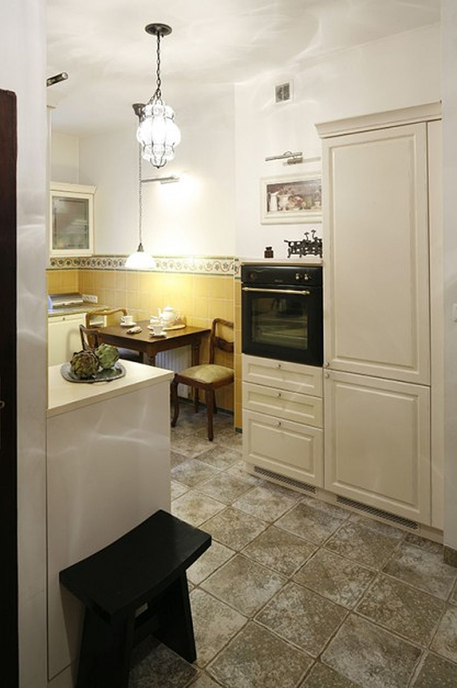 adelaparvu.com despre casa moderna cu piese de mobila clasice, Foto Urzadzamy (12)