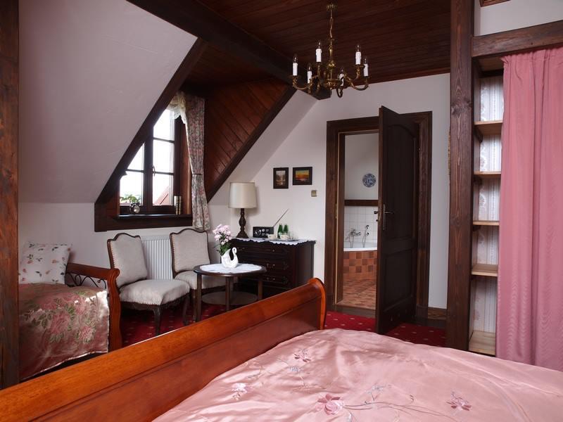 adelaparvu.com despre casa rustica din lemn cu interior clasic, casa Polonia, pensiune Stanica Rzeczna (22)