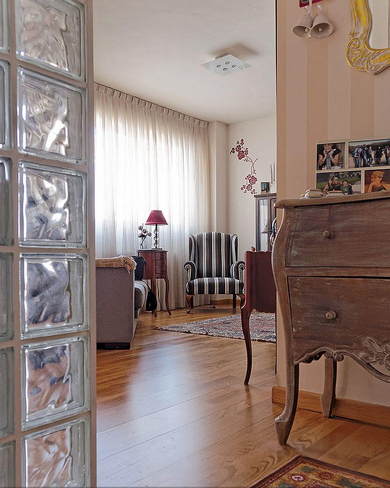 adelaparvu.com despre garsoniera de 35 mp cu pat si canapea in aceeasi camera, Foto MiCasa (1)
