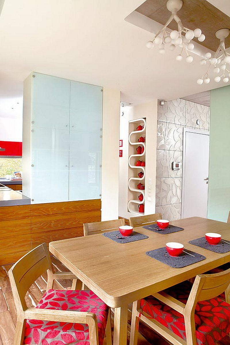 adelaparvu.com despre amenajare moderna cu beton, lemn si accente rosii, Foto Michal Skorupski (10)