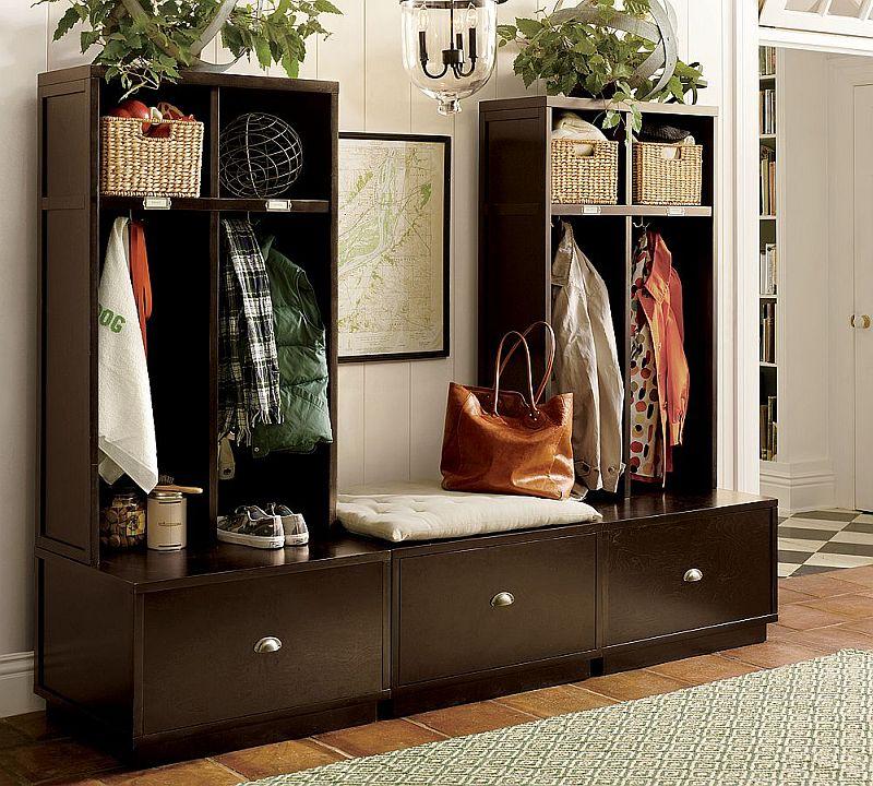 Pentru o familie cu copii, genul acesta de mobilier poate ajuta, mai ales daca exista spatiu pentru fiecare membru in parte. Asemenea mobilier necesita insa un spatiu mai generos. Foto Pottery Barn