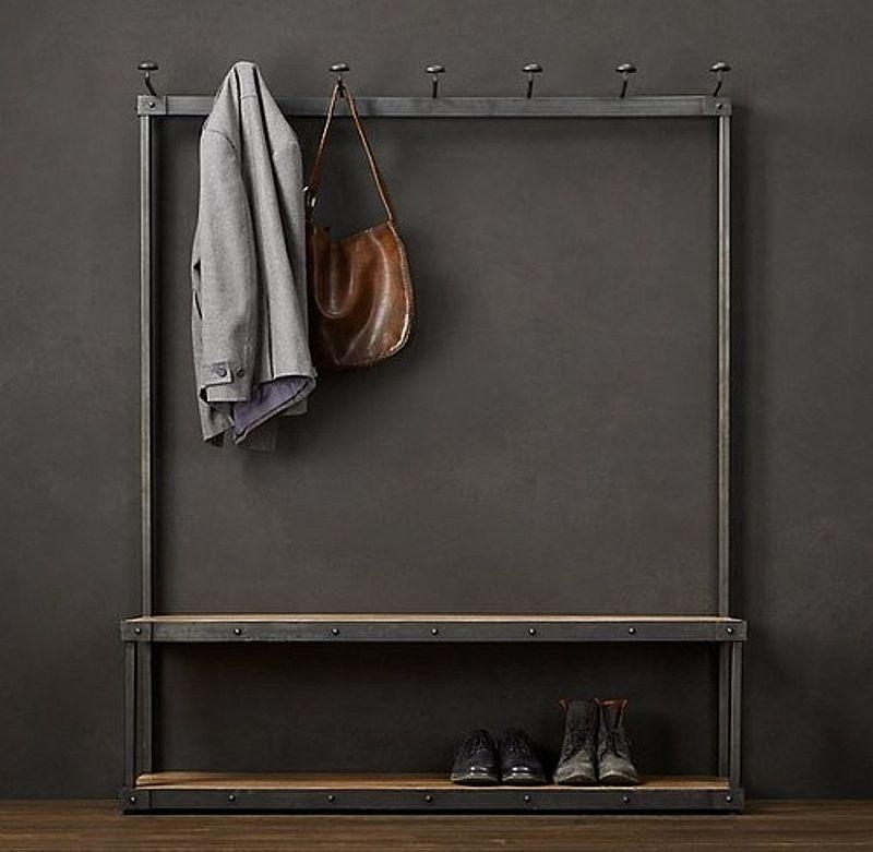 Un mobilier cu linii simple, excelent pentru holuri mici. Foto Restoration Hardware