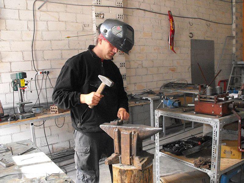 adelaparvu.com despre lampi si mobilier cu discuri din vinil, artizan Ciprian Bilis, Tuforjacom (3)