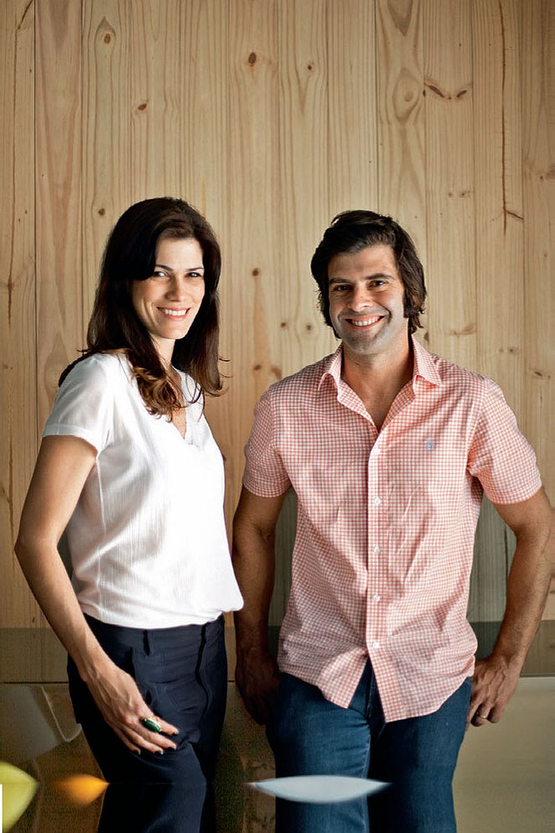 adelaparvu.com despre apartament modern cu pereti imbracati in lemn, arhitecti Veridiana Tamburus si Fabio Storrer (17)