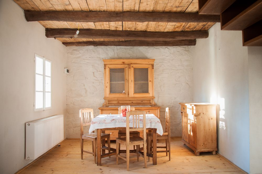adelaparvu.com despre Casa de Oaspeti Cincsor, Ap 2 din vechea casa parohiala, Foto Ciungu Silvia