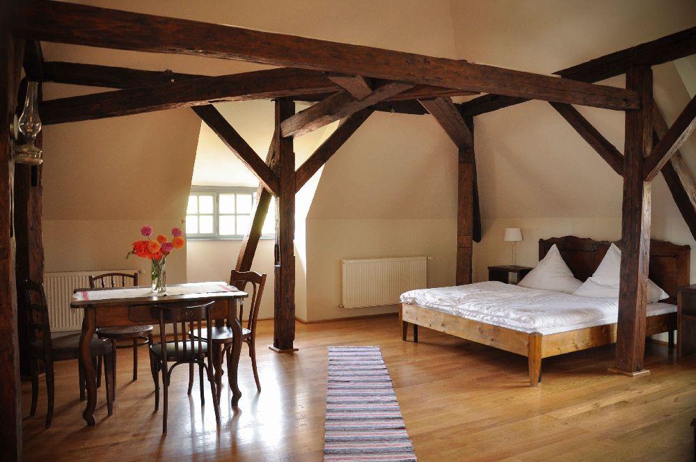 adelaparvu.com despre Casa de Oaspeti Cincsor, Camera 1 din vechea scoala, Foto Ciungu Silvia (4)