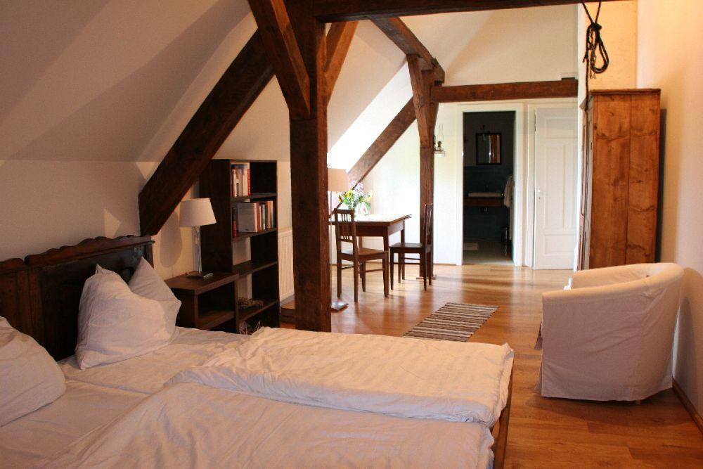 adelaparvu.com despre Casa de Oaspeti Cincsor, Camera 3 din vechea scoala, Foto Ciungu Silvia (1)