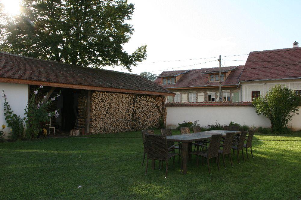 adelaparvu.com despre Casa de Oaspeti Cincsor, vechea scoala, Foto Irina Ciungu-Suteu
