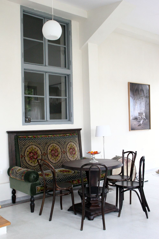 adelaparvu.com despre Casa de Oaspeti Cincsor, vechea scoala, Veranda Foto Irina Ciungu Suteu (1)