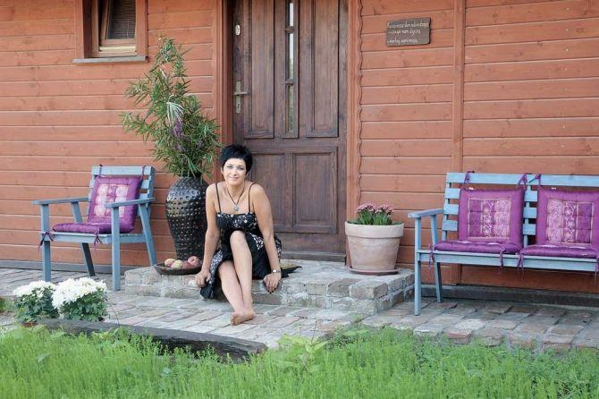 adelaparvu.com despre casa din lemn cu interior oriental, design interor Alice Kolodzie, Foto Marta Czynska, Weranda Country (22)