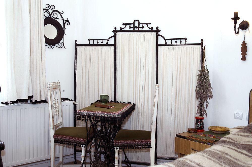 adelaparvu.com despre Anca Ciuciulin si casa ei cu decor traditional romanesc (11)