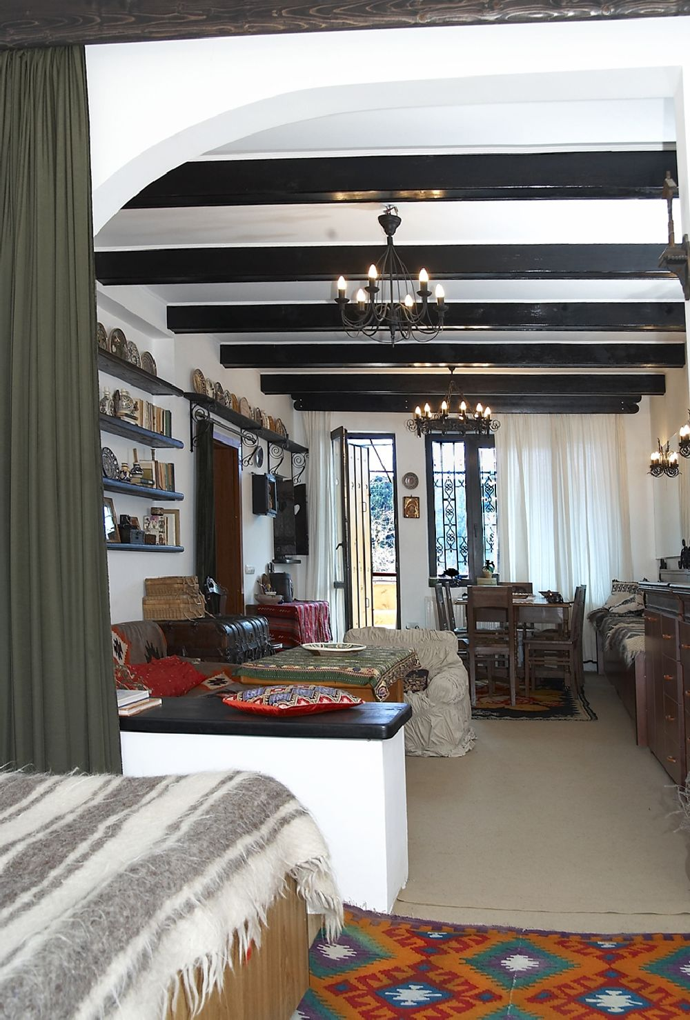adelaparvu.com despre Anca Ciuciulin si casa ei cu decor traditional romanesc (13)