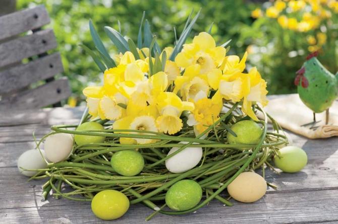 adelaparvu.com despre aranjamente cu oua si flori pentru masa de Paste, Foto Weranda Country (5)