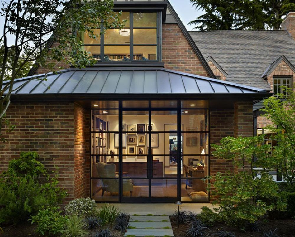 adelaparvu.com despre casa in stil Tudor cu biblioteci frumoase, arhitectura DeForest Architects, design interior NB Design, Foto Benjamin Benschneider (17)
