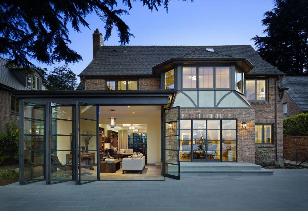 adelaparvu.com despre casa in stil Tudor cu biblioteci frumoase, arhitectura DeForest Architects, design interior NB Design, Foto Benjamin Benschneider (19)