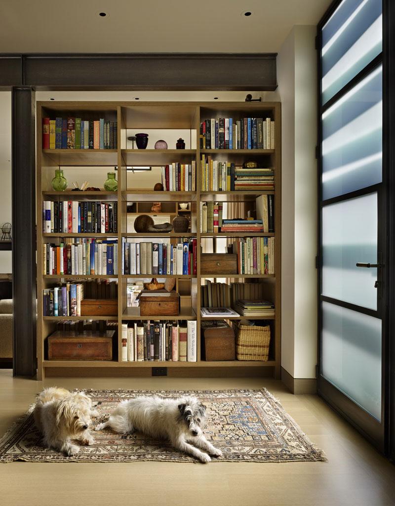 adelaparvu.com despre casa in stil Tudor cu biblioteci frumoase, arhitectura DeForest Architects, design interior NB Design, Foto Benjamin Benschneider 3