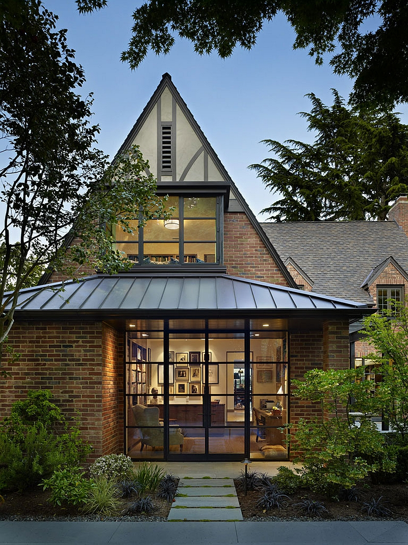 adelaparvu.com despre casa in stil Tudor cu biblioteci frumoase, arhitectura DeForest Architects, design interior NB Design, Foto Benjamin Benschneider (9)