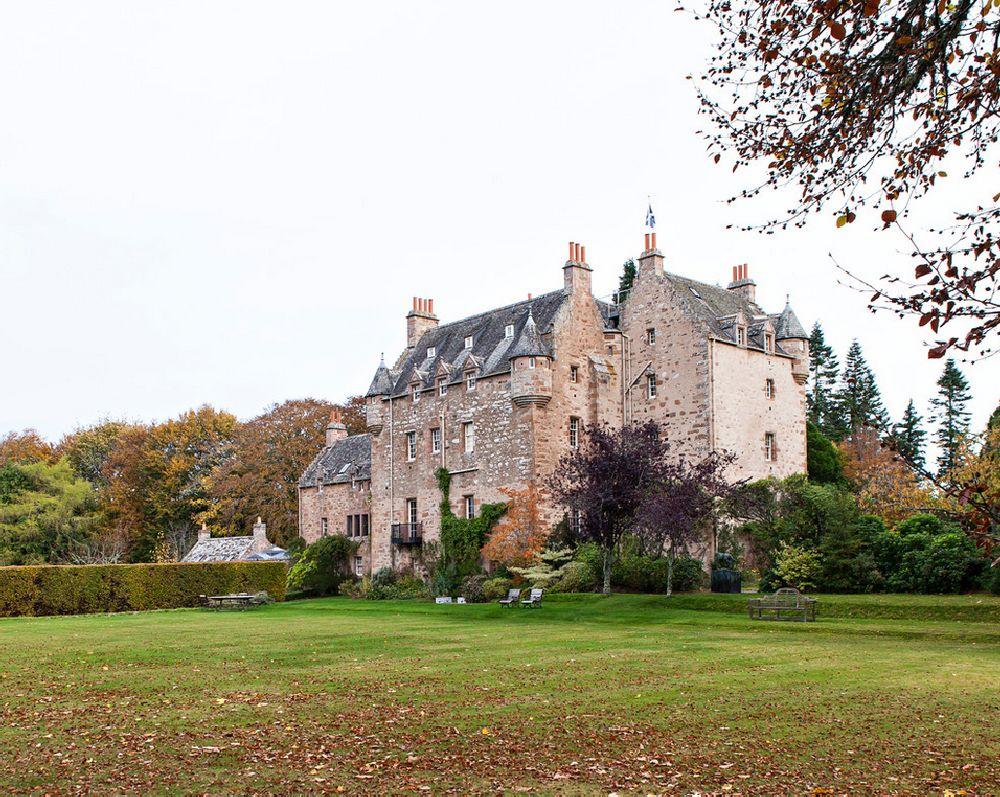 adelaparvu.com despre Dalcross Castle, Scotia, arhitectura si design Maxwell and Company, Foto Peter Lander (1)
