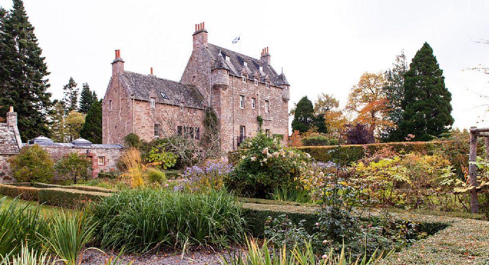 adelaparvu.com despre Dalcross Castle, Scotia, arhitectura si design Maxwell and Company, Foto Peter Lander (2)