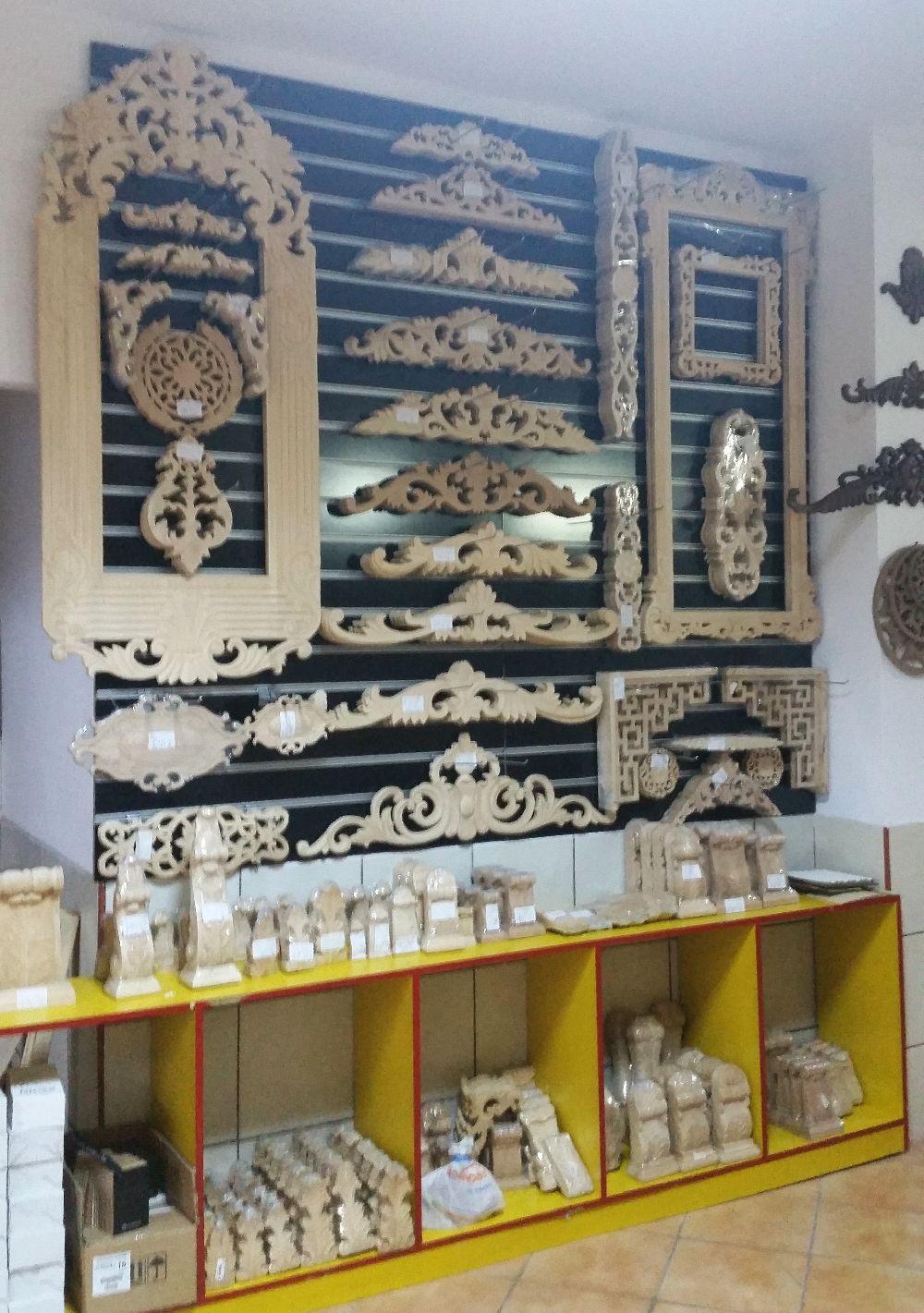 adelaparvu.com despre accesori din lemn si MDF, trafoare, paravane, stalpi, coloane Gold Concept Store (10)