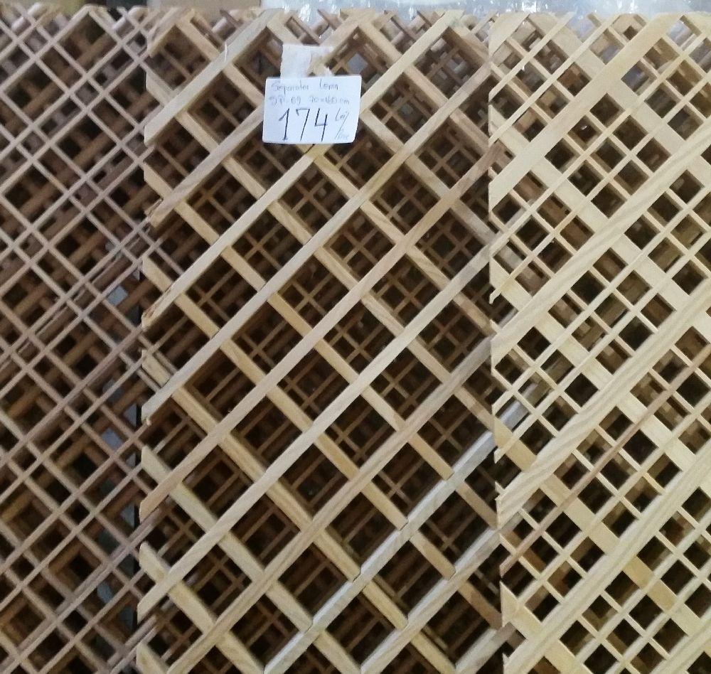 adelaparvu.com despre accesori din lemn si MDF, trafoare, paravane, stalpi, coloane Gold Concept Store (14)