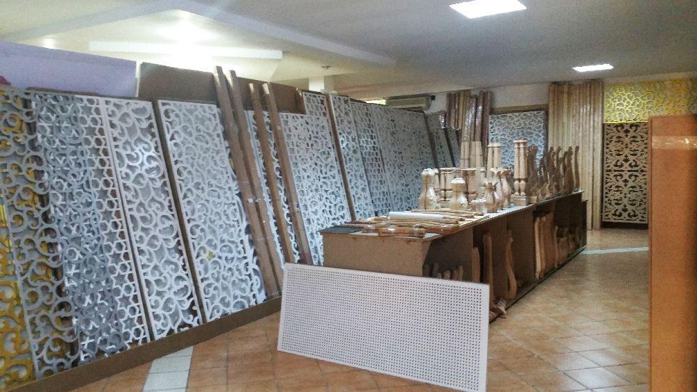 adelaparvu.com despre accesori din lemn si MDF, trafoare, paravane, stalpi, coloane Gold Concept Store (2)