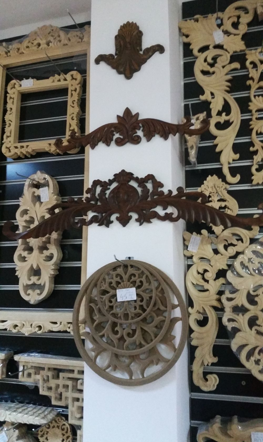 adelaparvu.com despre accesori din lemn si MDF, trafoare, paravane, stalpi, coloane Gold Concept Store (29)