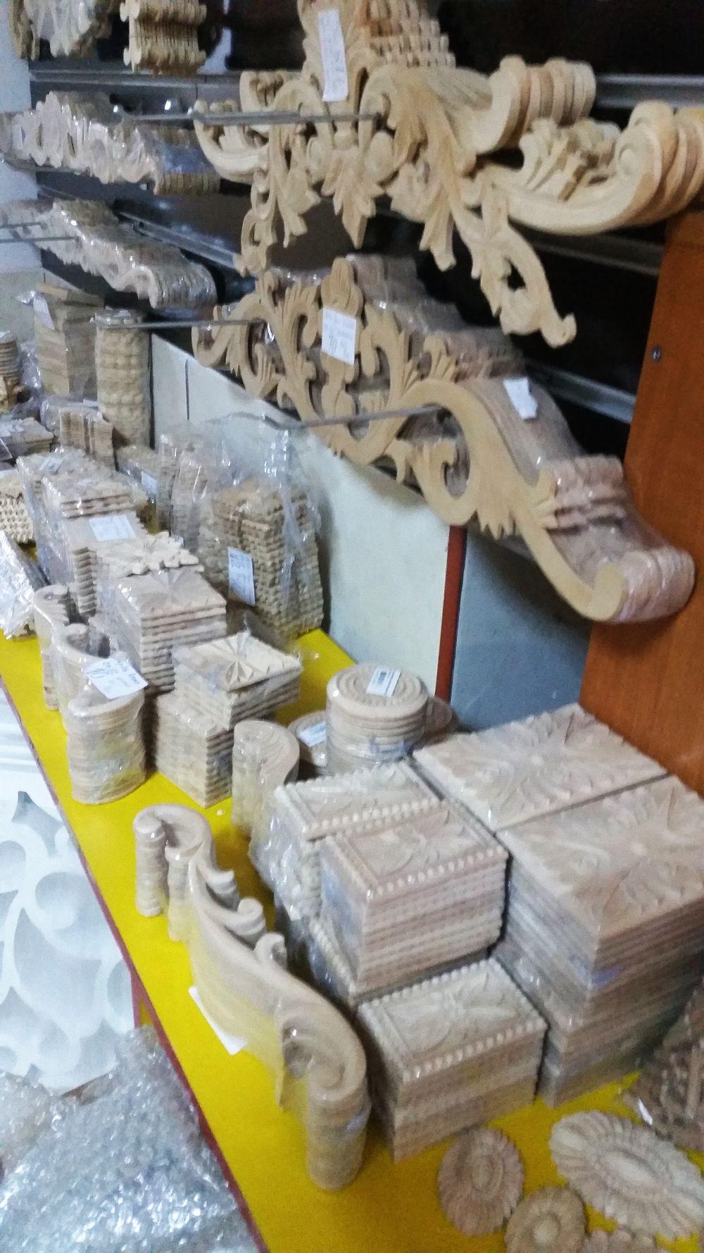 adelaparvu.com despre accesori din lemn si MDF, trafoare, paravane, stalpi, coloane Gold Concept Store (30)
