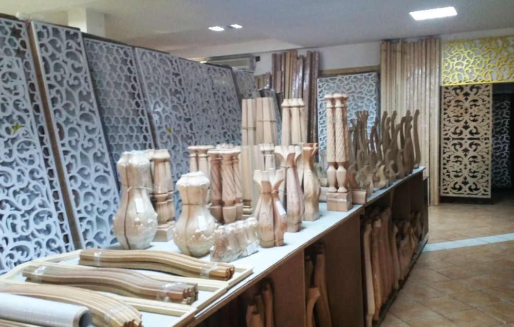 adelaparvu.com despre accesori din lemn si MDF, trafoare, paravane, stalpi, coloane Gold Concept Store (4)