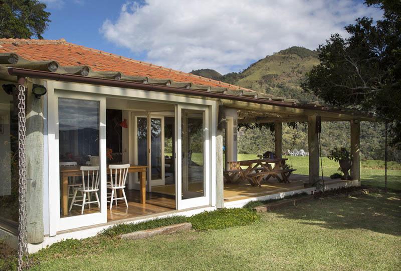 adelaparvu.com despre casa de vacanta la munte in Brazilia, arhitectura  Renata Bartolomeu (1)